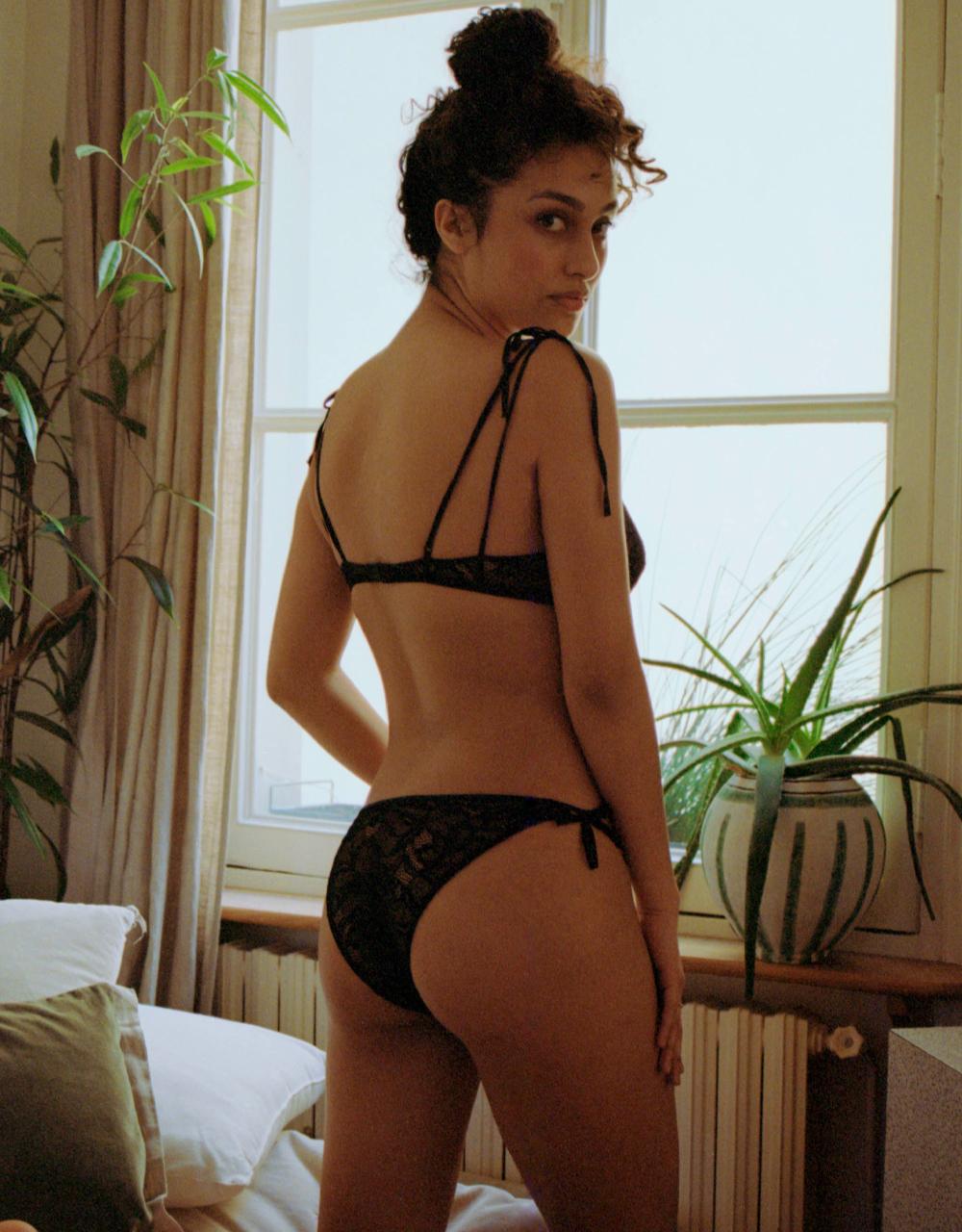 lingerie culotte Black Tie Noir Forever 19 € Girls In Paris photo 3