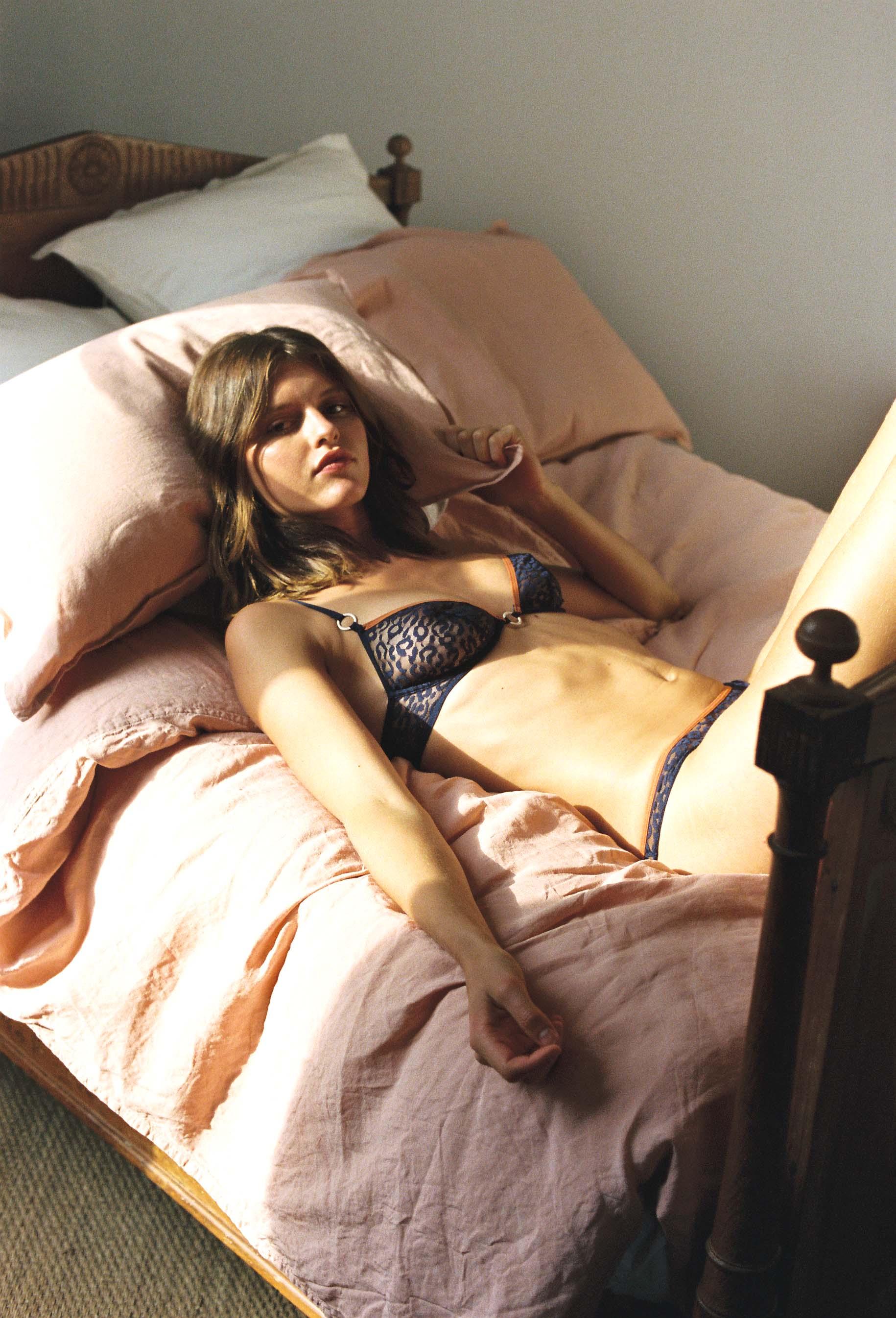 lingerie bra with underwires Milano Blue Dark 39 € Girls In Paris photo 2
