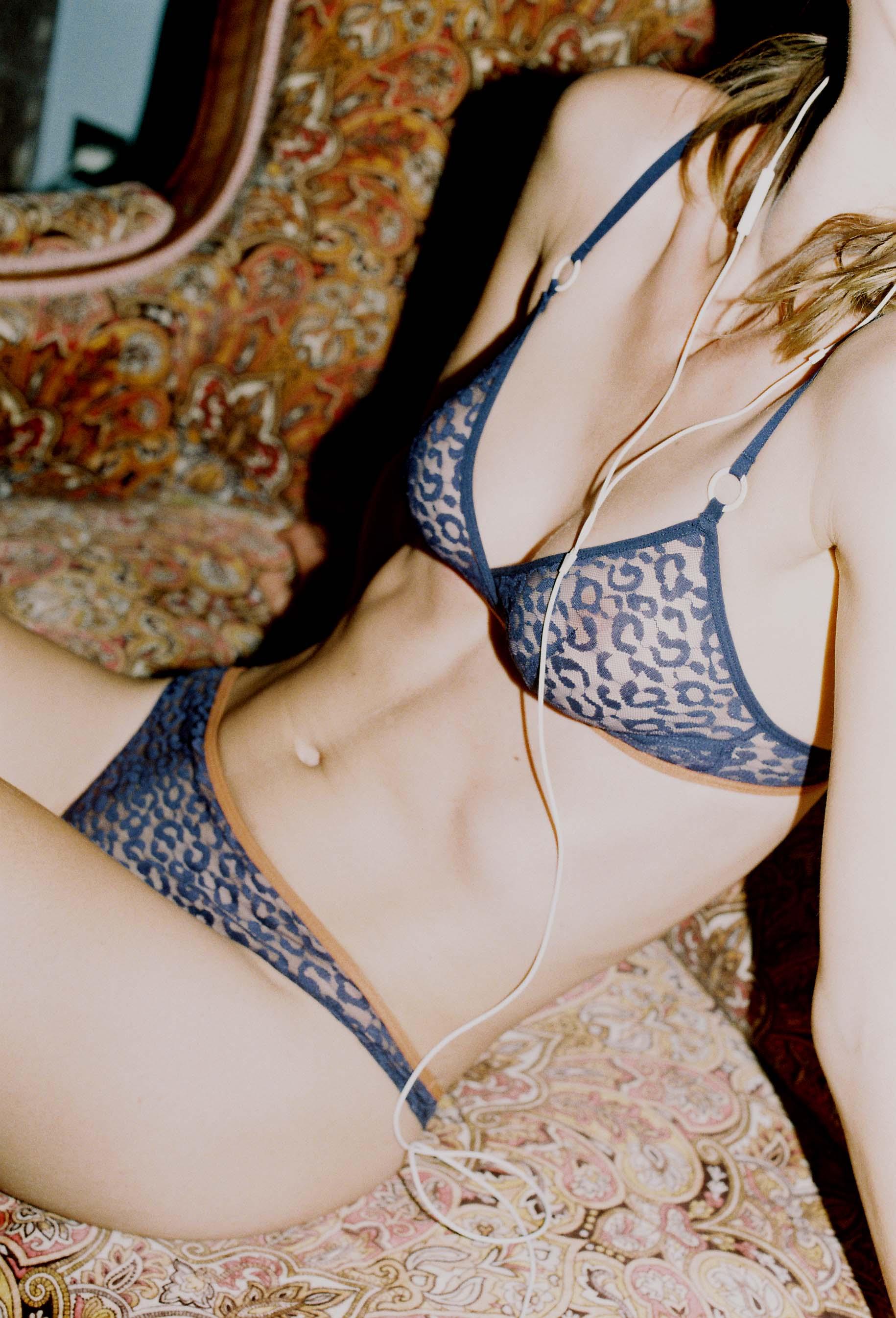 lingerie tanga Milano Blue Dark 16 € Girls In Paris photo 2
