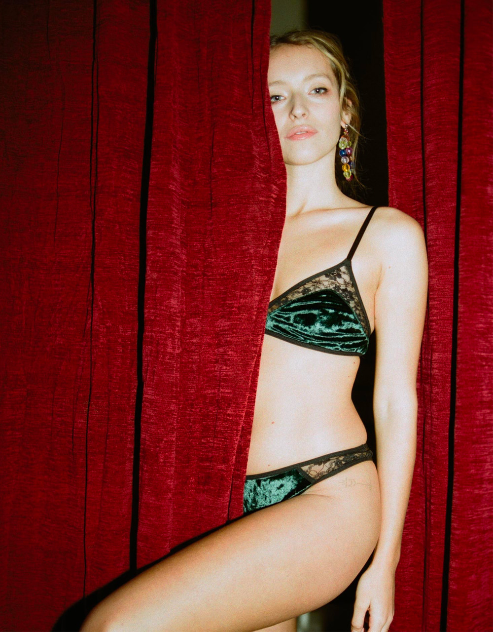 lingerie tanga Very Velvet Green Queen 20 € Girls In Paris photo 1